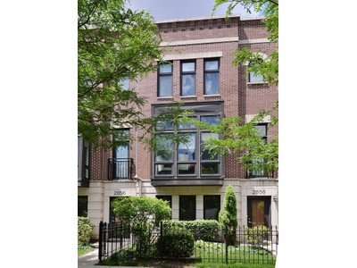 Konak for sales at Bright and Spacious Four Bedroom at Columbia Place 2856 N Paulina Street Chicago, Illinois 60657 Amerika Birleşik Devletleri