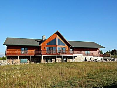 獨棟家庭住宅 for sales at Stunning White Cedar Log Home 1555 Lake Grove Road Petoskey, 密歇根州 49770 美國