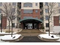 Condomínio for sales at 5225 Grandview Square #410    Edina, Minnesota 55436 Estados Unidos