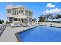 Einfamilienhaus for sales at Majestic Oceanfront Contemporary 186 Dune Road   Quogue, New York 11959 Vereinigte Staaten