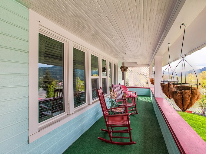단독 가정 주택 for sales at Additional living quarters possible! 301 MCKINLEY AVE Kellogg, 아이다호 83837 미국