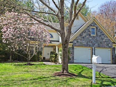Townhouse for sales at Country Club lifestyle 4 Easthaven Lane White Plains, New York 10605 United States