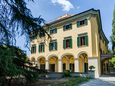 Apartamentos multi-familiares for sales at Magnificent residence with olive groves Via Bolognese Firenze, Florence 50122 Itália