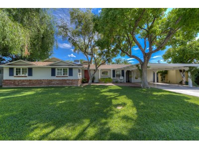 Einfamilienhaus for sales at Beautifully Updated Home In Highly Sought-After Biltmore Heights Neighborhood 3329 E Georgia Ave Phoenix, Arizona 85018 Vereinigte Staaten