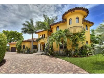 단독 가정 주택 for sales at 812 Diplomat Parkway  Hallandale, 플로리다 33009 미국