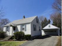Maison unifamiliale for sales at Charming Bright Cape 115 Durand Street   Torrington, Connecticut 06790 États-Unis