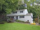 Einfamilienhaus for sales at Colonial 12 Saint George Place Westport, Connecticut 06880 Vereinigte Staaten