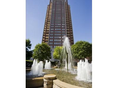Кооперативная квартира for sales at You have arrived at the Plaza 150 Carondelet Plaza #904 St. Louis, Миссури 63105 Соединенные Штаты