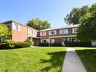 Maison de ville for  sales at Excellent Value in Willard School District 2509 Crawford Avenue   Evanston, Illinois 60201 États-Unis