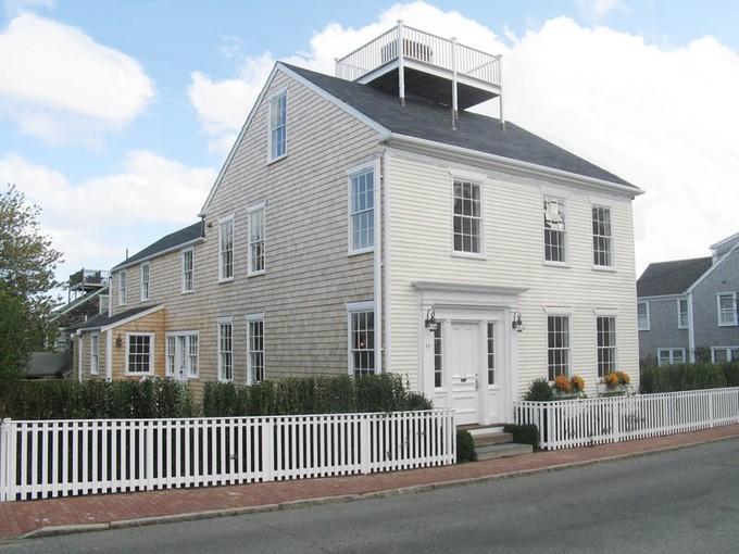Nhà ở một gia đình for sales at In Town Antique 82 Orange Street  Nantucket, Massachusetts 02554 Hoa Kỳ