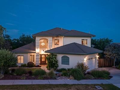 Maison unifamiliale for sales at THIS HOME IS GORGEOUS! 1304 Crescent Oaks Way  Paso Robles, Californie 93446 États-Unis