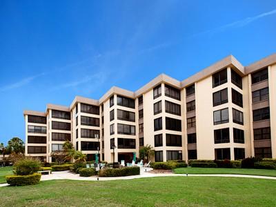 Кооперативная квартира for sales at ISLAND REEF 8767  Midnight Pass Rd 106F Sarasota, Флорида 34242 Соединенные Штаты