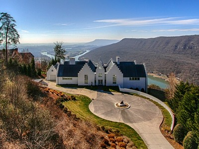 Einfamilienhaus for sales at Iconic Mountain Modern 8 Close Family Drive Signal Mountain, Tennessee 37377 Vereinigte Staaten