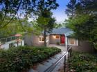 Maison unifamiliale for  sales at Bungalow With Character 6284 Crown Avenue Oakland, Californie 94611 États-Unis