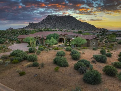 Villa for sales at Sprawling Tuscan Estate with Sweeping Mountain Views in Gated Collina e Vista 11609 E Quartz Rock Rd  Scottsdale, Arizona 85255 Stati Uniti