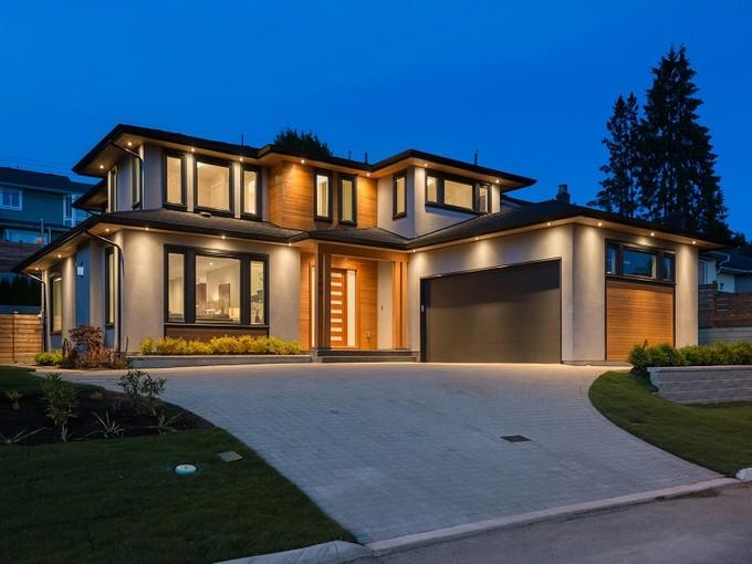 Tek Ailelik Ev for sales at Executive Style, Forest Hills 4168 Highland Blvd North Vancouver, British Columbia V7R2Z6 Kanada