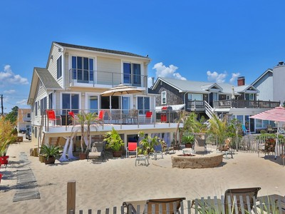 Moradia for sales at Spectacular Oceanfront Home 1307 Ocean Front Point Pleasant Beach, Nova Jersey 08742 Estados Unidos
