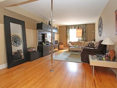 Copropriété for sales at Deluxe Top Floor Renov 1 BR 3210 Arlington Avenue 6A Riverdale, New York 10463 États-Unis