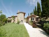 Villa for vendita at Affascinante proprietà nelle colline umbre  Perugia,  06062 Italia