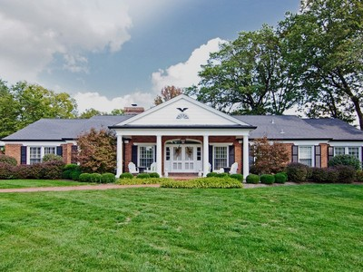 Maison unifamiliale for sales at Gorgeous home in a gorgeous setting 60 Daniel Road Ladue, Missouri 63124 États-Unis