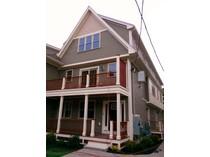 Stadthaus for sales at 26 Hawthorne St #2 26 Hawthorne Street #2   Boston, Massachusetts 02119 Vereinigte Staaten
