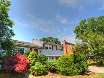 Einfamilienhaus for sales at Great Location 403 Union Ln Brielle, New Jersey 08730 Vereinigte Staaten