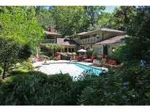 Casa para uma família for sales at Private retreat tucked away on one of St. Louis's premier locations 57 Log Cabin Dr   Ladue, Missouri 63124 Estados Unidos