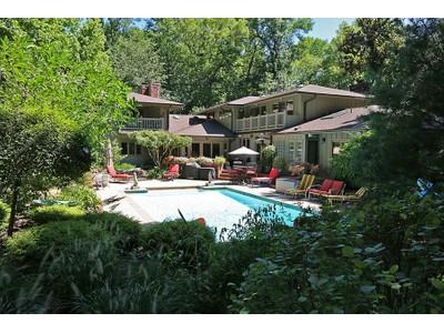 一戸建て for sales at Private retreat tucked away on one of St. Louis's premier locations 57 Log Cabin Dr Ladue, ミズーリ 63124 アメリカ合衆国