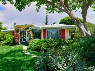 Casa para uma família for sales at Charming Keys Cottage with Ocean View at Ocean Reef 208 Andros Road  Key Largo, Florida 33037 Estados Unidos