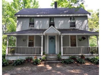 Casa para uma família for sales at Heart of Lincoln Center 148 Lincoln Road Lincoln, Massachusetts 01773 Estados Unidos