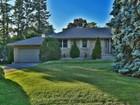 Casa para uma família for  sales at Wonderful Family Friendly Neighbourhood 2003 Elmhurst Avenue Oakville, Ontario L6J1W9 Canadá