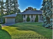 Nhà ở một gia đình for sales at Wonderful Family Friendly Neighbourhood 2003 Elmhurst Avenue   Oakville, Ontario L6J1W9 Canada