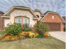 Maison unifamiliale for sales at 9812 Mullins Crossing Drive    Fort Worth, Texas 76126 États-Unis