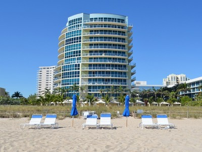 Condominio for sales at Coconut Grove Residences 1200 Holiday Dr. #506  Fort Lauderdale, Florida 33316 Stati Uniti