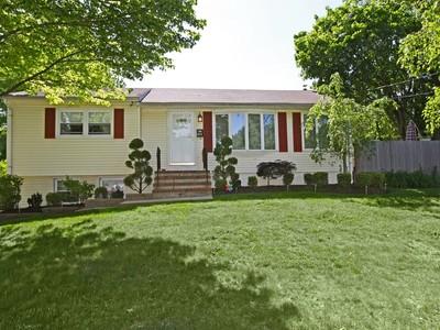 Tek Ailelik Ev for sales at 659 Greene Ave.  Middletown, New Jersey 07748 Amerika Birleşik Devletleri
