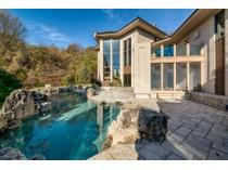 Casa para uma família for sales at Wild Horse Creek Road 18832 Wild Horse Creek Road   Chesterfield, Missouri 63005 Estados Unidos