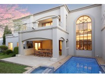 Moradia for sales at Big on Space and an Exclusive Address  Johannesburg, Gauteng 2196 África Do Sul