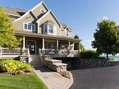 Casa para uma família for sales at Lake House 3200 Village Harbor Drive   Bay Harbor, Michigan 49770 Estados Unidos