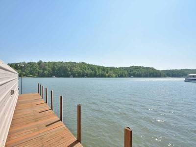 Casa para uma família for sales at Custom Designed Lake Home 4209 Tall Hickory Trail Gainesville, Geórgia 30506 Estados Unidos