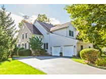 タウンハウス for sales at Perfectly Polished From Bathrooms To Basement 8 Stonewall Circle   Princeton, ニュージャージー 08540 アメリカ合衆国