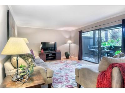 Condomínio for sales at 3374 Brittan Avenue #2   San Carlos, Califórnia 94070 Estados Unidos