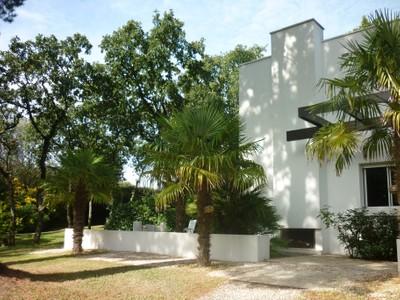 Частный односемейный дом for sales at VILLA FLORIDE  Other Pays De La Loire, Луара 44360 Франция