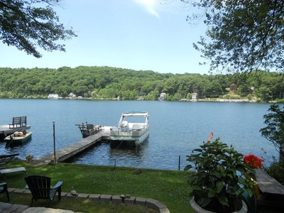 Maison unifamiliale for sales at Highland Lake Home 258 Perch Rock Trail Winchester, Connecticut 06098 États-Unis