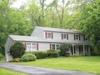 Villa for sales at Picturesque Colonial 148 Slice Drive Stamford, Connecticut 06907 Stati Uniti