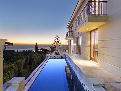 Einfamilienhaus for sales at Magnificent Tuscan Villa  Cape Town, Westkap 8005 Südafrika