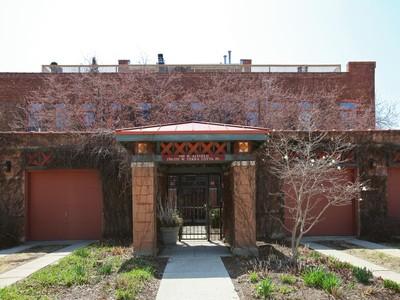 共管式独立产权公寓 for sales at Striking and Impressive Penthouse 1701 W Terra Cotta Place Unit E Chicago, 伊利诺斯州 60614 美国