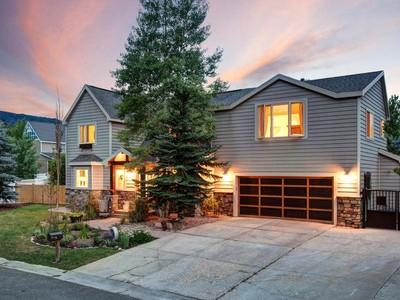 Maison unifamiliale for sales at Remodeled Prospector Home 2533 Geronimo Ct Park City, Utah 84060 États-Unis