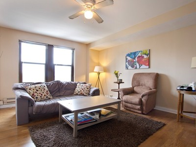 Copropriété for sales at Spacious Two Bedroom With Lake And City Views 1211 N Lasalle Street, Unit 1503 Chicago, Illinois 60610 États-Unis
