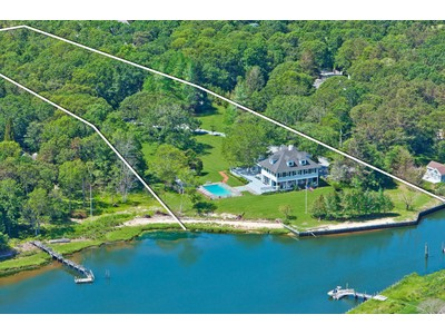 Maison unifamiliale for sales at On the Bay 9 & 11 Bay Road Quogue, New York 11959 États-Unis