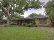 Maison unifamiliale for sales at 4224 Lanak Avenue    Fort Worth, Texas 76109 États-Unis